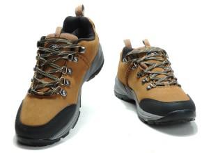 Обувь для любительского туризма и путешествий: кроссовки и угги