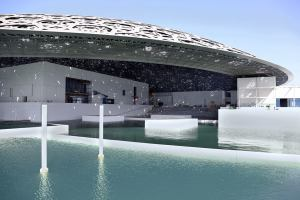 ОАЭ достроили собственный Лувр с куполом из 8 слоев