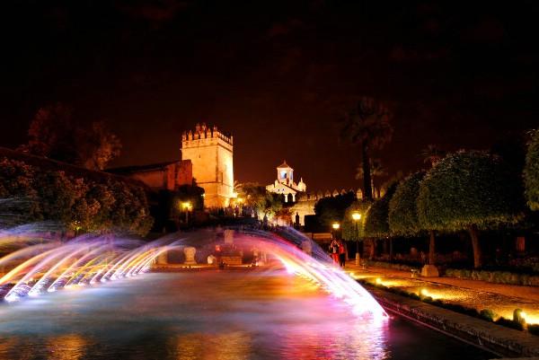 Ночные световые шоу фонтанов в Алькасаре Кордовы возобновятся 28 сентября