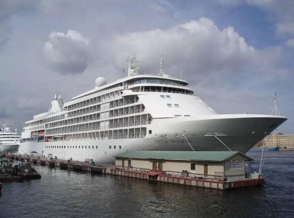 Круизный лайнер Silver Shadow пришвартовался на Камчатке