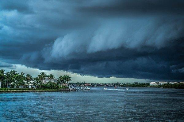 Тропический шторм «Норма» у берегов Мексики стал ураганом