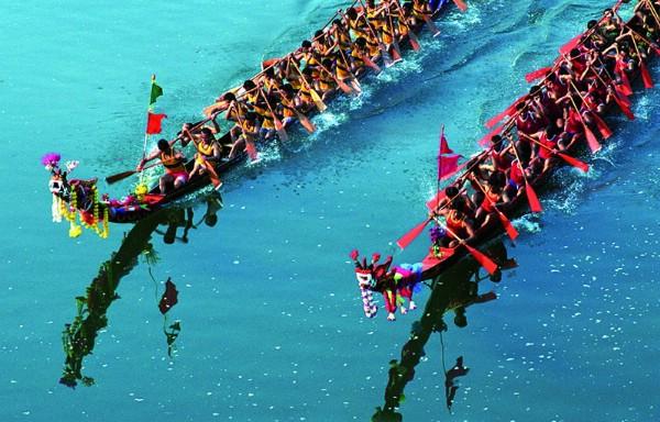 Провинция Сарабури приглашает на красочный парад длинных лодок