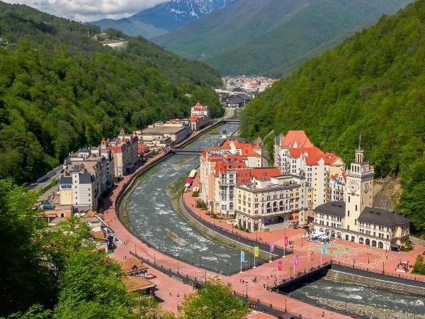 Мэр Сочи: загрузка отелей Красной Поляны летом 2017 года составила 80%