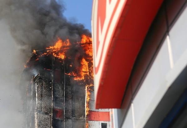 При пожаре в ростовском отеле погибли двое