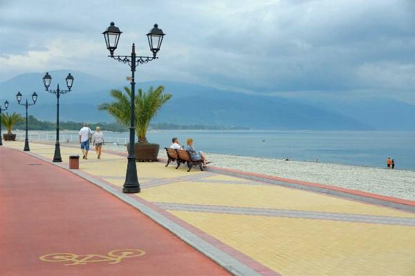 На курортах Кубани продолжается пляжный сезон