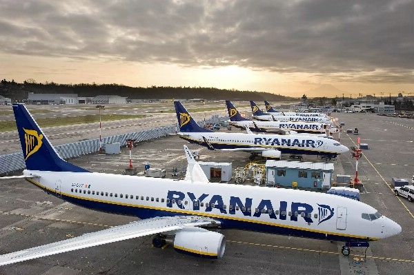 Ryanair до конца октября упразднит 2000 рейсов
