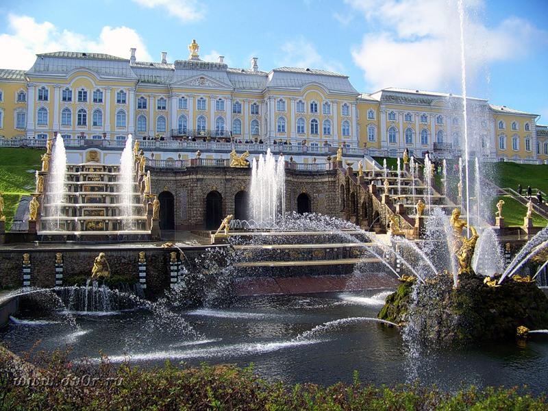 Петергоф поставил рекорд посещаемости: 54 тыс. туриста в день