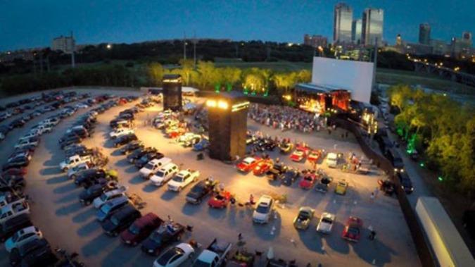 Названы самые лучшие кинотеатры для автомобилистов