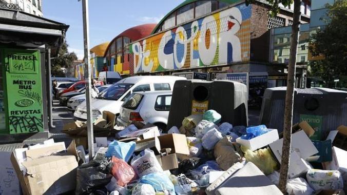 Туристы в Мадриде могут столкнуться с огромными кучами мусора