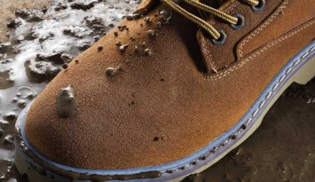Водоотталкивающие спреи и пропитки для одежды и обуви