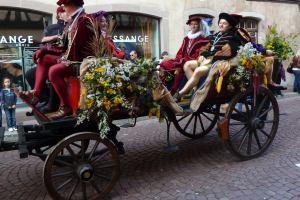 На Монмартре будут пить вино и угощать им туристов