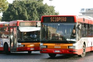 Забастовки в Италии парализуют общественный транспорт