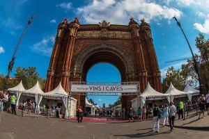 У Триумфальной Арки в Барселоне соберутся любители выпить