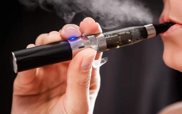 Турфирмы обязаны предупреждать клиентов о запрете электронных сигарет в Таиланде
