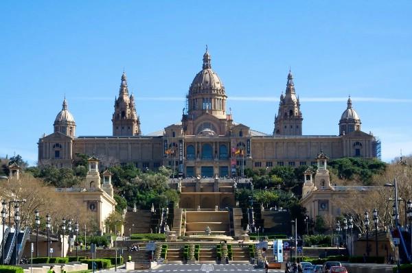 Россияне не отказываются от поездок в Испанию на фоне беспорядков в Каталонии