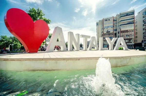 Турпоток из России в Анталью достиг исторического максимума