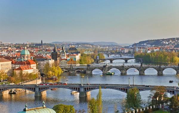Россияне на ноябрьские праздники полетят в Санкт-Петербург, Сочи и Прагу