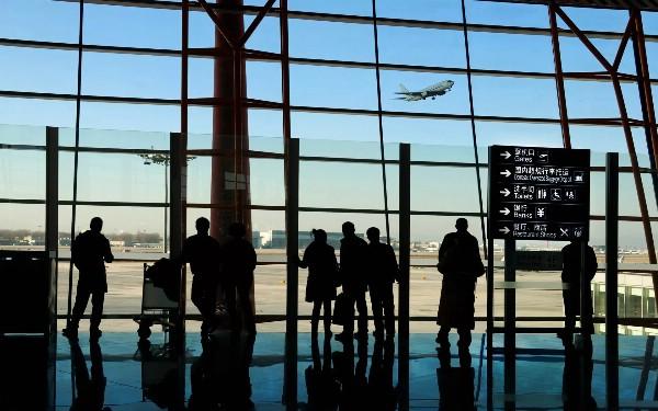 Минтранс намерен обязать аэропорты заниматься пассажирами проблемных авиакомпаний
