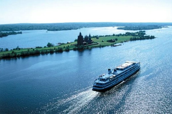 Число иностранных туристов на речных круизах в России выросло на 20%