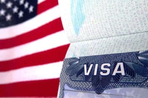 Российские туристы ездят за американскими визами в Прибалтику и СНГ