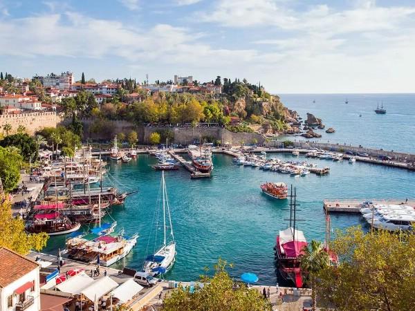 Анталья планирует принять 12 млн туристов в 2018 году