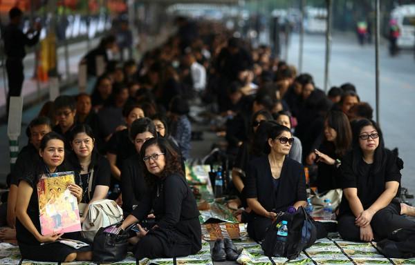 Туристов в Таиланде попросили соблюдать дресс-код в дни кремации короля