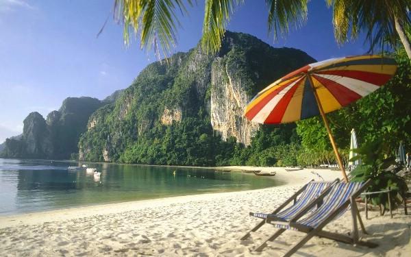 В Таиланде вступает в силу запрет на курение на пляжах