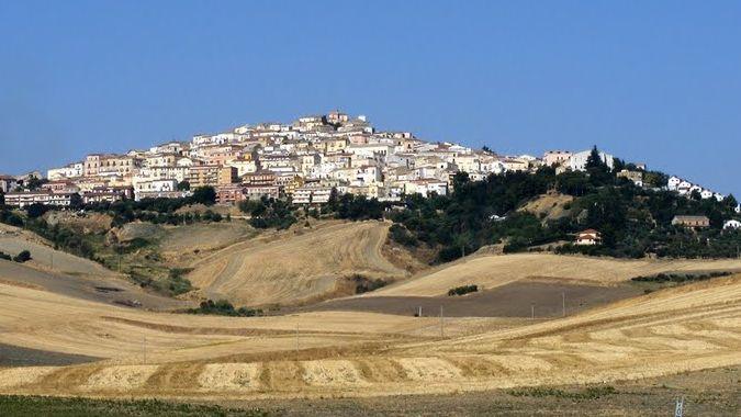Мэр итальянского городка заплатит 2000 евро желающим переехать