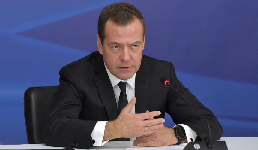 Медведев: Россия может облегчить визовый режим для туристов из Китая