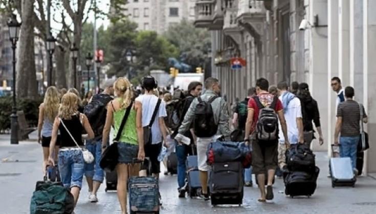 Испания ожидает рекордное число туристов, российский турпоток прирос на 14%