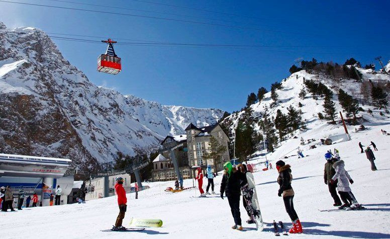 На Эльбрусе ждут более 190 тыс. туристов и расширяют трассы