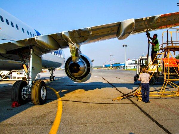 Два авиаперевозчика заслужили «проблемные оценки» от депутатов