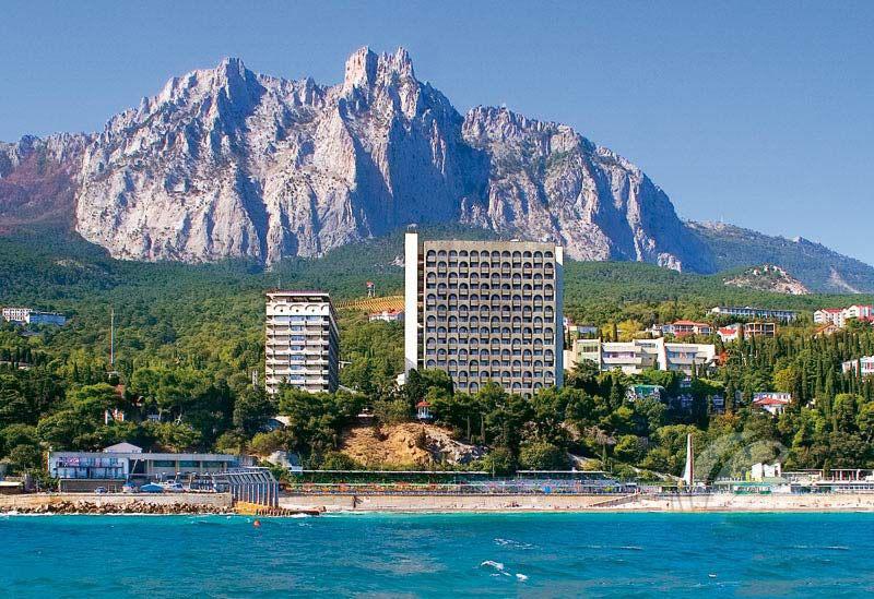 Приезжающих на лечение в Крым туристов, могут освободить от курортного сбора