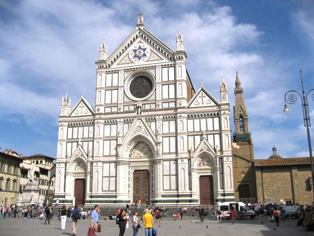 Во Флоренции туриста убило осколком, упавшим с базилики Санта-Кроче