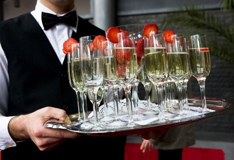 Их нравы: в Канаде турист засудил авиакомпанию за подмену шампанского