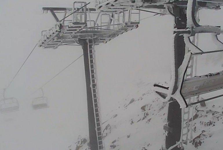 На горнолыжных курортах Сочи впервые установился снежный покров