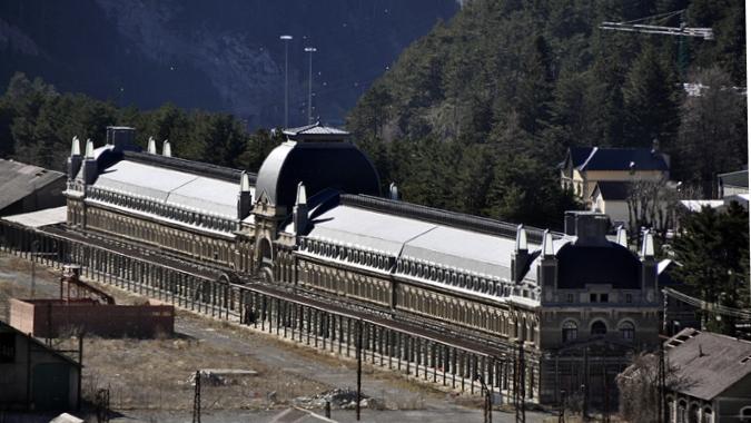 Заброшенному железнодорожному вокзалу на Пиренеях вернут былую славу