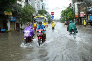 В Нячанге устраняют последствия сильнейшего за 16 лет урагана