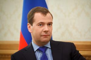 Медведев обещает следить, чтобы много не покупали
