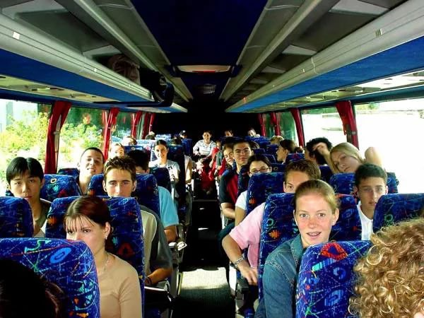 Число выезжающих на экскурсии с классами школьников за 10 лет сократилось на треть