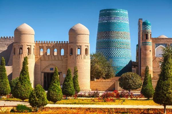 Узбекистан заинтересован в увеличении взаимного турпотока с Петербургом