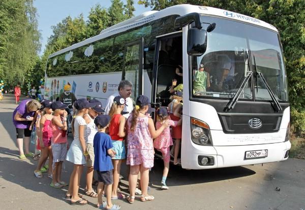 В восьми городах России пройдет флеш-моб против «возрастного ценза» туравтобусов