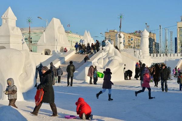 Снежный городок из 300 тонн снега построят в Омске
