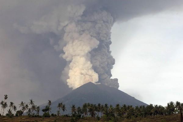 Роспотребнадзор напомнил туристам об их правах в связи с ситуацией на Бали