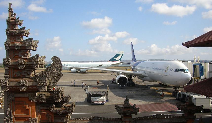 Аэропорт на острове Бали возобновил работу