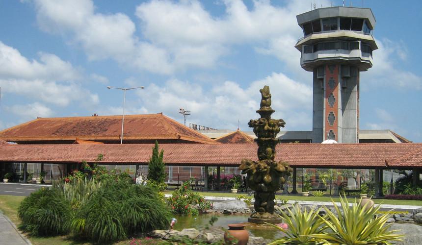 Из-за извержения вулкана на Бали временно закрыт аэропорт