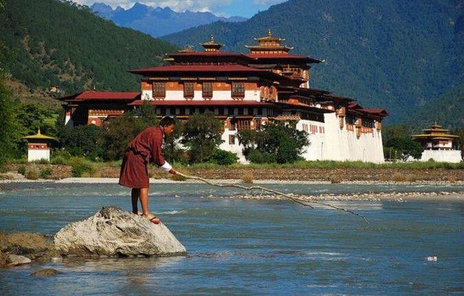 Попасть в Бутан и не пропасть