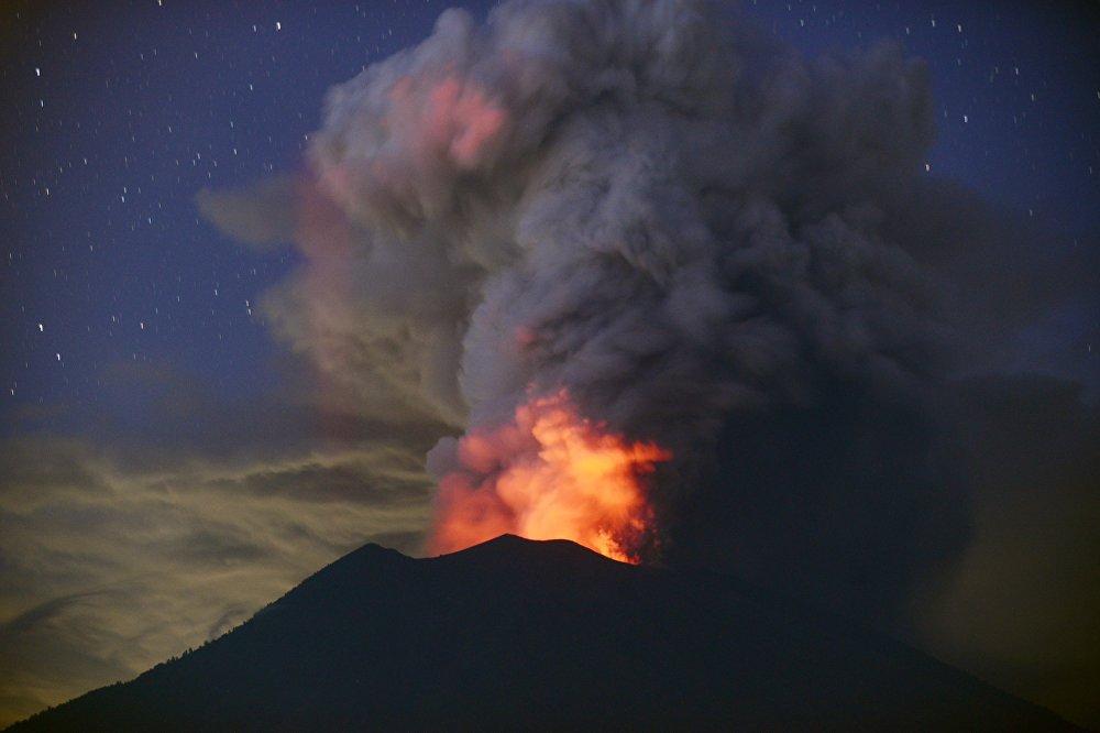 Российское посольство открыло горячую линию для туристов на Бали