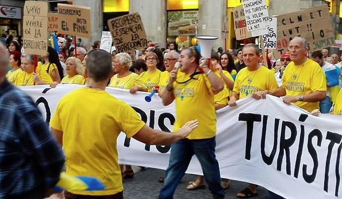 Барселонцы взбунтовались против «пьяных туристических маршрутов»