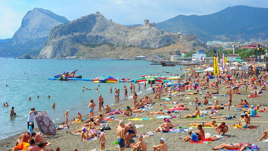 Этим летом в Крыму отдохнуло более 800 тыс. украинских туристов